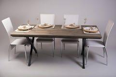 Trätabellinställning och garnering för måltid, studioskott fotografering för bildbyråer