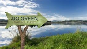 trätecken som indikerar gräsplan Royaltyfri Fotografi