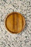 Trätefat på granitstenen royaltyfria foton
