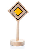 Trätoyrätten av långt undertecknar (Vorfahrtschild) Royaltyfria Foton