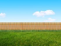 Träträdgårds- staket arkivfoto