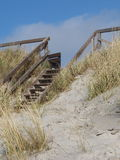 Trätrappa till stranden Royaltyfri Bild