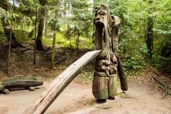 trätree för yxasnickareskulptur Arkivbild