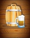 Trätrumma och ett exponeringsglas av öl Royaltyfri Fotografi