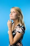 Träumen der blonden Frau Lizenzfreie Stockfotografie