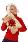 Träumen des kleinen Mädchens mit Weihnachtsgeschenkkasten lizenzfreie stockfotos
