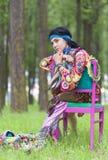 Träumendes Hippie-Mädchen lizenzfreie stockfotografie