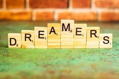 Träumerimmigrationskonzept buchstabierte heraus in den Blockschrift Lizenzfreie Stockbilder