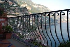 Träumerische Ansicht vom Balkon, Positano, Amalfi-Küste, Italien lizenzfreie stockbilder