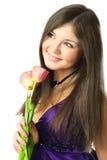 Träumerische junge Frau mit Tulpen Stockbild