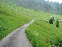 Träumerische Straße von der Schweiz Stockfotos