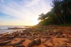 Träumerischer tropischer Sonnenuntergang stockfoto