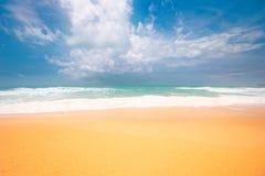 Träumerischer tropischer Strand lizenzfreie stockfotografie