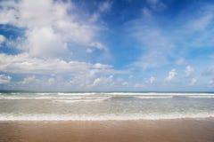 Träumerischer tropischer Strand stockfotografie