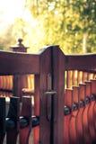 Träutomhus- dörr och staket Fotografering för Bildbyråer