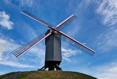 Träväderkvarn i Bruges/Brugge, Belgien Arkivfoton