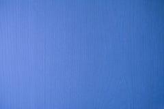 Träväggen av ett hem- möblemang vände in i blått Royaltyfri Foto