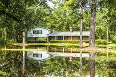 Trävillor för gammalt arv i Apalachicola, USA Royaltyfri Foto