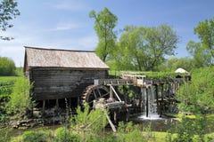 Träwatermill i centrala Ryssland Royaltyfria Bilder
