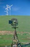 Träwindmill- och windturbiner, SD Royaltyfria Bilder