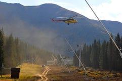 tråd för rep för block för batterihelikoptermontering fotografering för bildbyråer