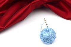 Tråd på rött silke Fotografering för Bildbyråer