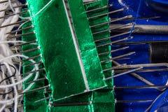 Trådar och visare på tabellen i en tailor& x27; s-seminarium Närbild royaltyfria bilder
