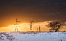 Trådar på en solnedgångbakgrund Fotografering för Bildbyråer