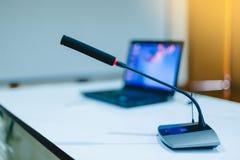 Trådlösa mikrofoner för konferens i mötesrum Det är isolaen Royaltyfri Foto