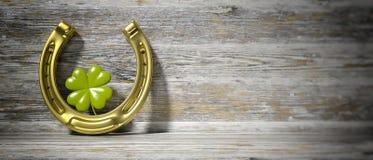 Trèfle et fer à cheval de feuille du ` s quatre de St Patrick sur le fond en bois, bannière, l'espace de copie illustration 3D illustration stock