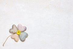 trèfle Quatre-leaved, fait de coeurs de pierre de savon Photo libre de droits