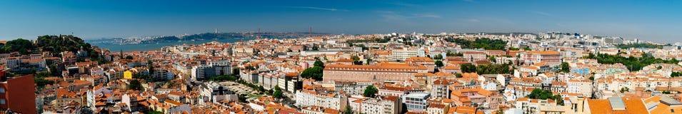 Très au loin vue panoramique d'horizon du centre de Lisbonne Photo stock