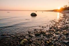 Très lever de soleil de beauté au-dessus de la mer baltique Photographie stock libre de droits