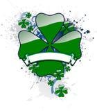 Trébol del St. Patrick con una bandera Imagen de archivo libre de regalías