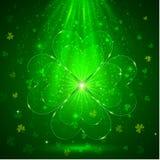 Trébol del vidrio verde en el fondo ligero mágico stock de ilustración