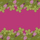 Trébol rosado en un fondo carmesí ilustración del vector
