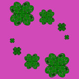 Tréboles afortunados en un trébol con cuatro hojas libre illustration
