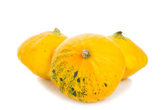 Três abóboras amarelas do arbusto isoladas em um fundo branco Imagem de Stock