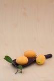 Ameixas marianas maduras Fotos de Stock