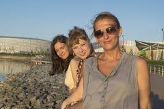 Três amigas no parque Imagem de Stock Royalty Free