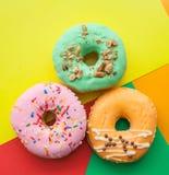 Três anéis de espuma brilhantes em um fundo colorido fotografia de stock royalty free