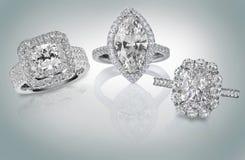 Três aneis de diamante imagens de stock