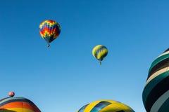 Três balões no ar, três na terra Imagens de Stock Royalty Free