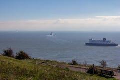 Três balsas que deixam o título do porto de Dôvar para França imagem de stock royalty free