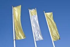 Três bandeiras douradas da bandeira vertical vazia Fotos de Stock Royalty Free