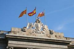 Três bandeiras no salão de cidade de Barcelona. Fotos de Stock Royalty Free