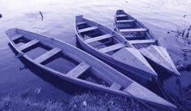 Três barcos na costa Foto de Stock