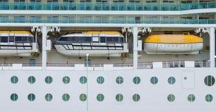Três barcos salva-vidas sobre vigias Fotos de Stock Royalty Free