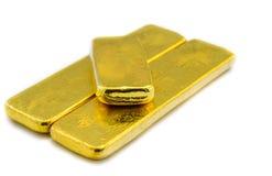 Três barras de ouro brilhantes no branco fotografia de stock royalty free