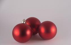 Três baubles vermelhos do Natal Fotos de Stock